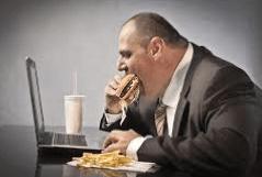 Obesità ed eccessi alimentari favoriscono il reflusso